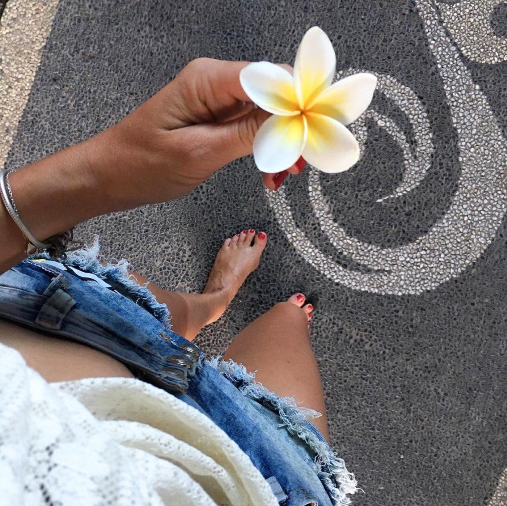 bali nusa penida flower