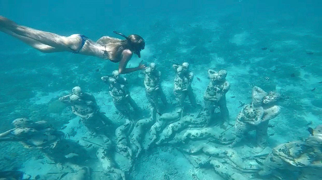 bali gili island statue